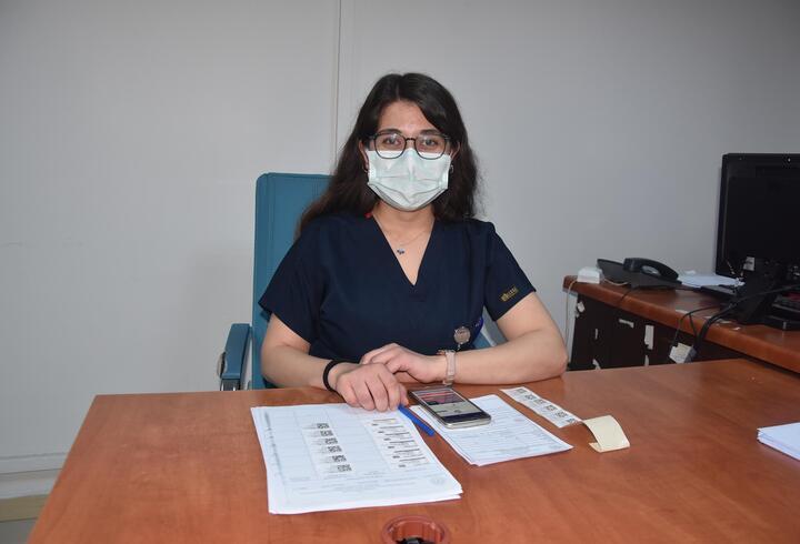 Bakan Koca paylaşmıştı! Emine hemşire konuştu: Herkesi aşı olmaya davet ediyorum