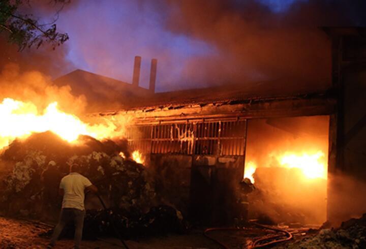 Uşak'ta tekstil deposunda çıkan yangın kontrol altına alındı