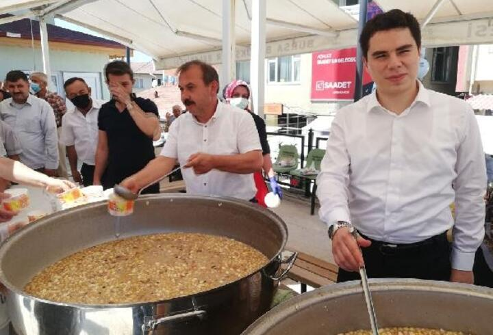 Harmancık Belediye Başkanı aşure dağıttı