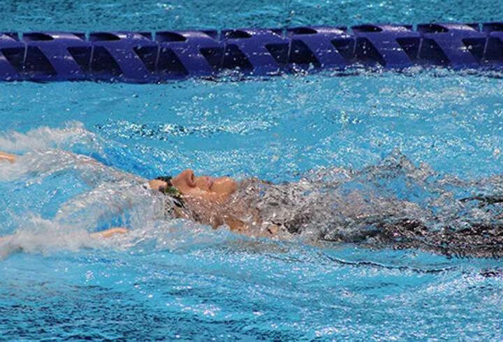 Milli yüzücü Elif İldem 21 yıllık rekoru kırdı