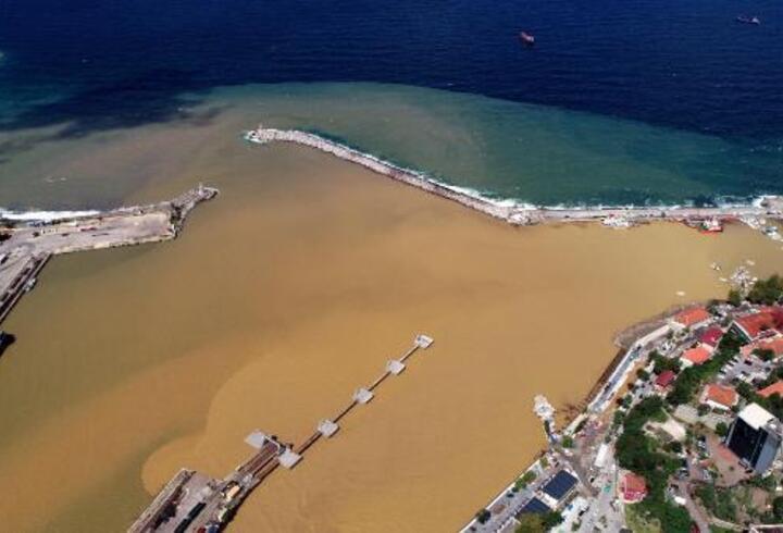 Zonguldak'ta deniz çamur rengine döndü