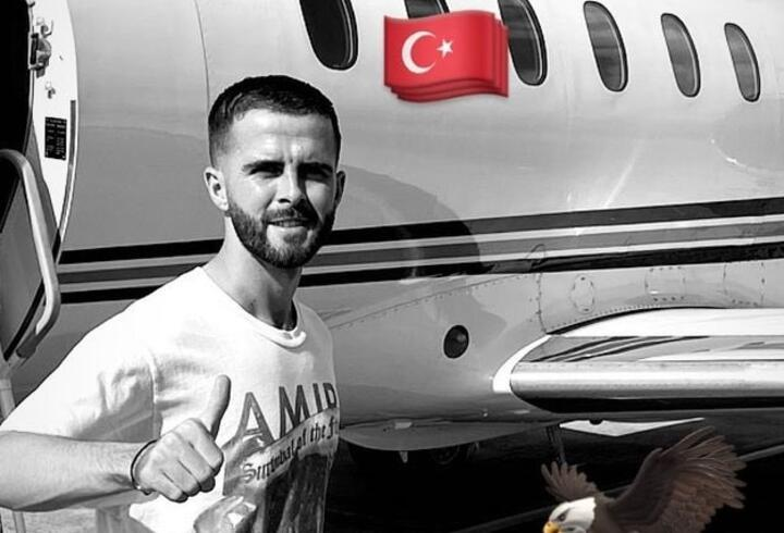 Miralem Pjanic İstanbul'a doğru yola çıktı