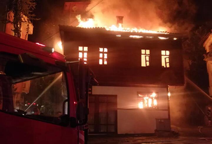 Afyonkarahisar'datarihi konak alev alev yandı