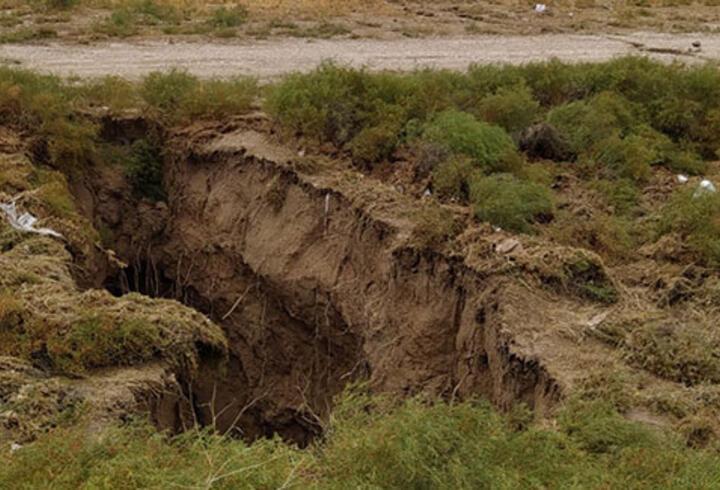 Sular çekilince ortaya çıktı! Konya'da dev yüzey yarığı