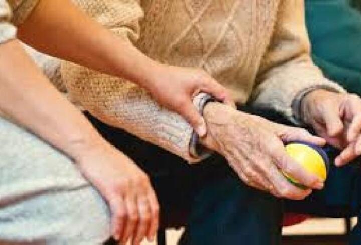 Uzmanından Alzheimer'a karşı müzik terapisi önerisi