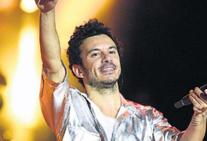 Şarkıcı Buray'ın sahnede 12 bin TL değerindeki sazı çalındı