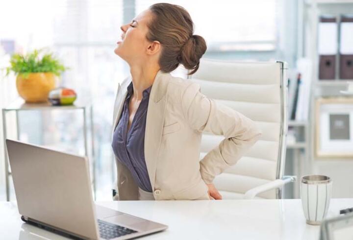 Uzun süre oturmak bel ağrısına neden oluyor