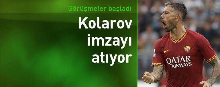 Kolarov imzayı atıyor
