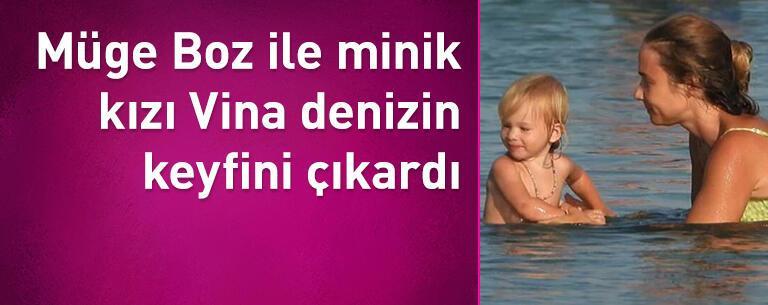 Müge Boz ile minik kızı Vina denizin keyfini çıkardı