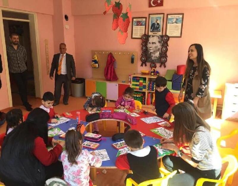 Üniversiteli gençlerden köy okuluna eğitim yardımı