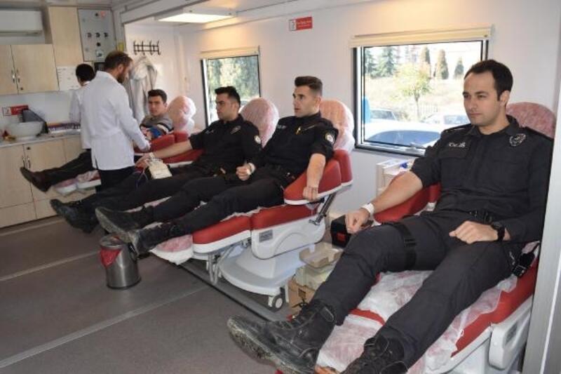 Polislerden kan bağışı kampanyasına destek