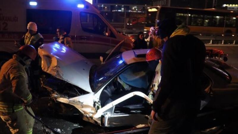 D 100 Karayolunda kaza: Sürücü sıkıştığı araçtan 1,5 saatte çıkarılabildi