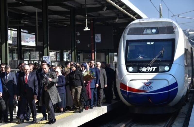 Binali Yıldırım hızlı tren ile İstanbul'a geldi