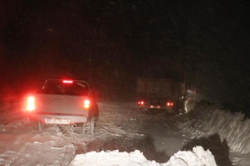 Kayak merkezinde mahsur kalanları kurtarma çalışmaları yeniden başladı