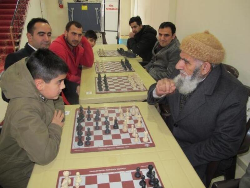 Satranç turnuvasında dede- torun karşılaştı