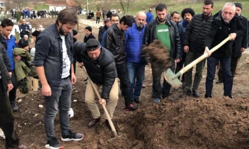 Ünlü oyuncu Erkan Can'ın ağabeyi son yolculuğuna uğurlandı