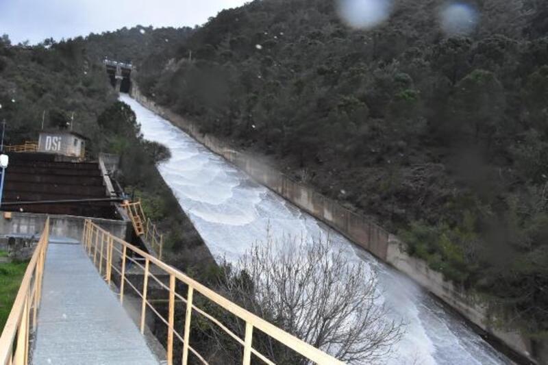 Balçova'da baraj kapakları açıldı