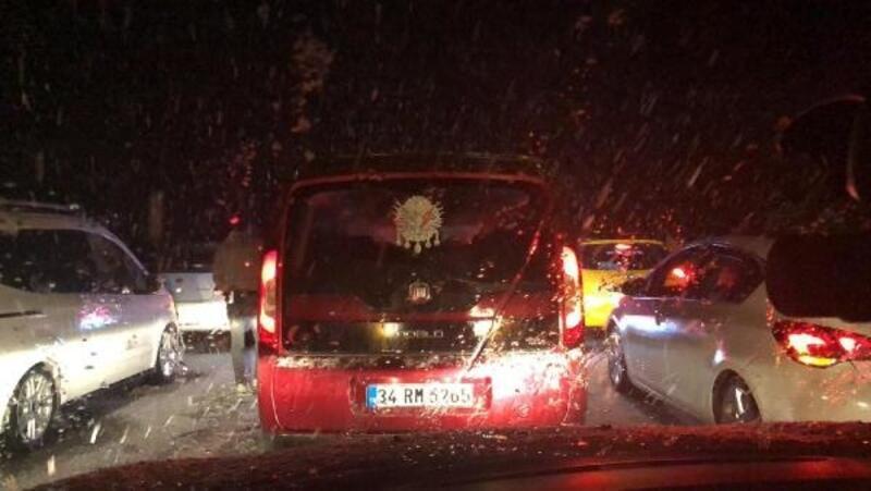 Karabük'te 'kar' ulaşımı durdurdu
