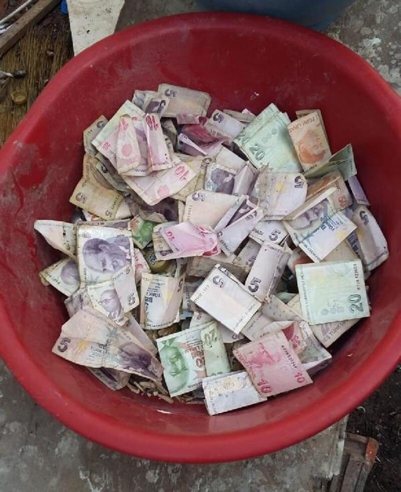 Çöp evden,çok sayıda mermi ve para çıktı