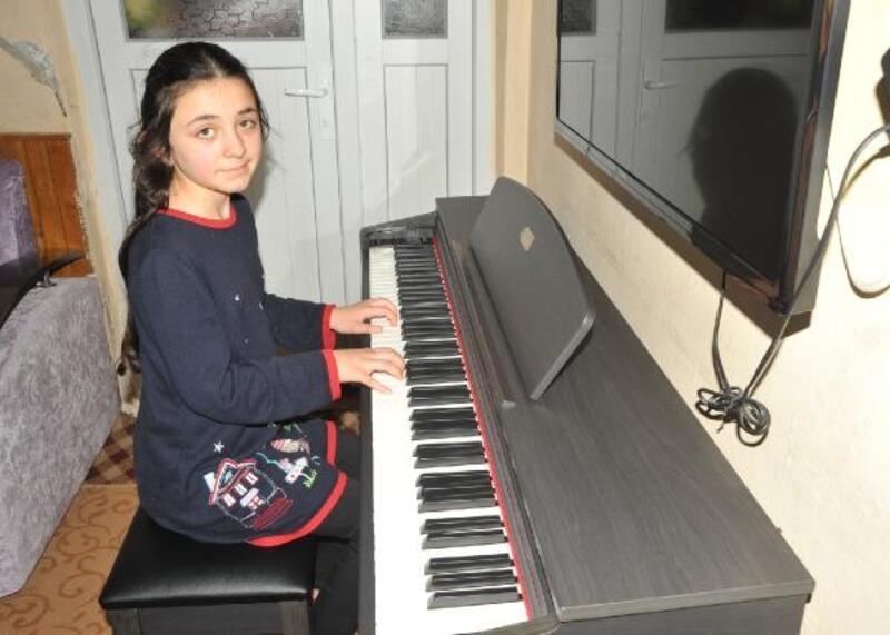 Gizem, hayalini kurduğu piyanoya kavuştu ama eve sığdırmakta zorlandı