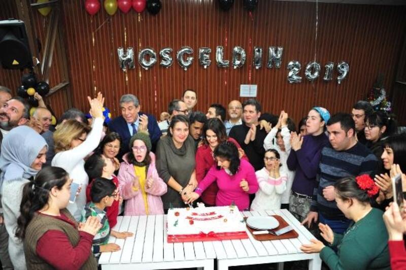 Engelli gençler yeni yıl partisinde coştu
