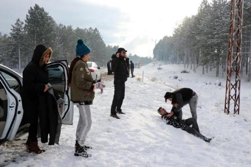 Çukurovalılar yılbaşı arifesinde kar görmek için Akçatekir'e akın etti