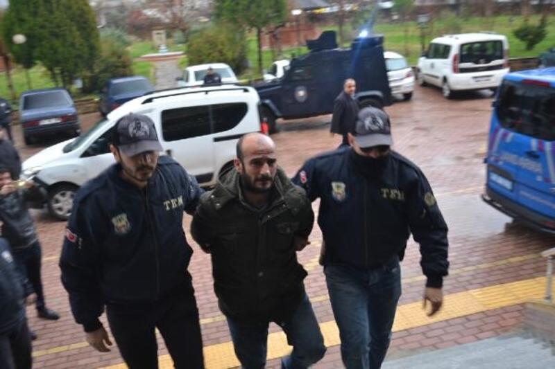 PKK şüphelisi HDP ilçe başkanının evinden FETÖ dergileri çıktı