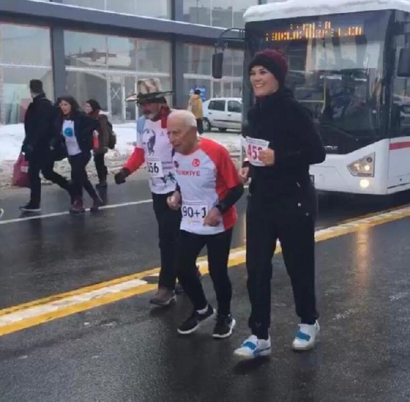 'Atatürk Koşusu'nda ölen Türkiye'nin en yaşlı atleti toprağa verildi