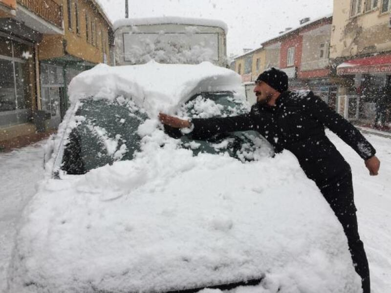 Şırnak'a kar yağdı; Siirt ile ulaşım kesildi