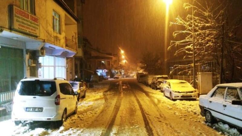 Adıyaman'ın Çelikhan ilçesinde okullara 'kar' tatili