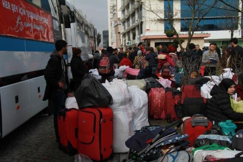 Esenyurt'ta 130 Suriyeli daha ülkesine döndü