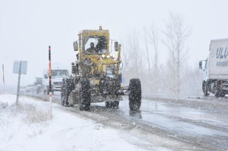Van'da kar yağışı uçak seferlerini iptal etti