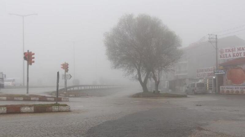 Kula'da yoğun sis sürücülere zor anlar yaşattı