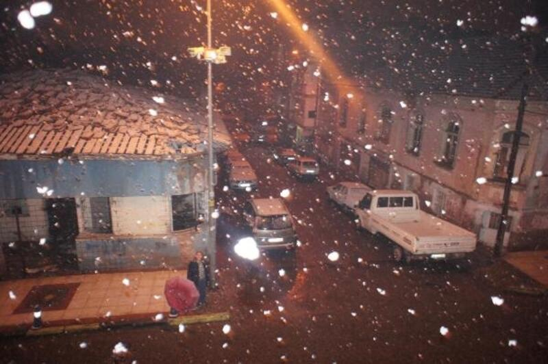 Alaşehir'de kar yağışı