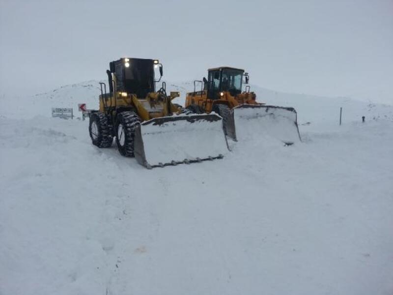 Gümüşhane ve Bayburt'ta kar yolları kapattı