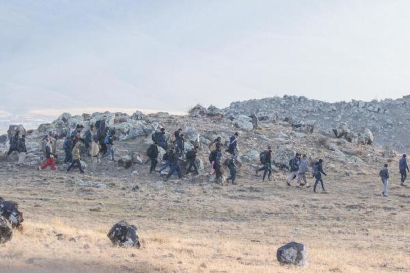 Kaçak göçmenler sınırda görüntülendi