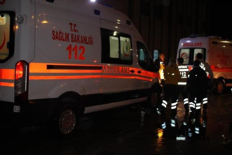 TIR'ın çarptığı otomobildeki 4 kişi yaralandı
