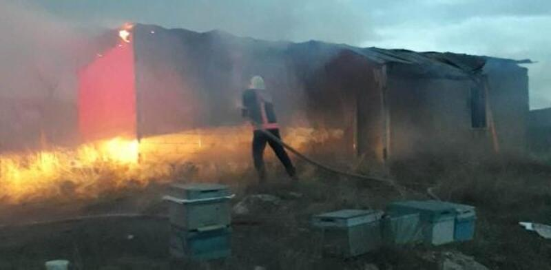 Darende'de metruk evde yangın