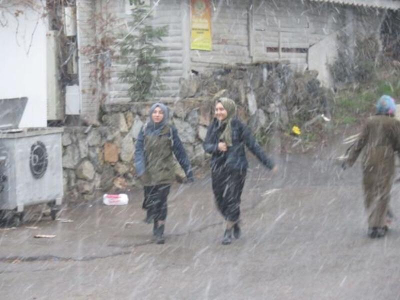 Kartal ve çevresinde kar yağışı başladı