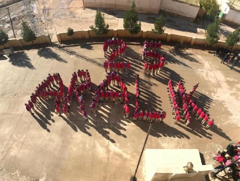 Öğrencilerden koreografili kutlama