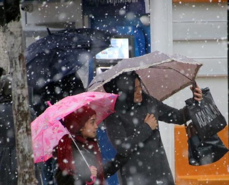 Düzce'de kar yağışı
