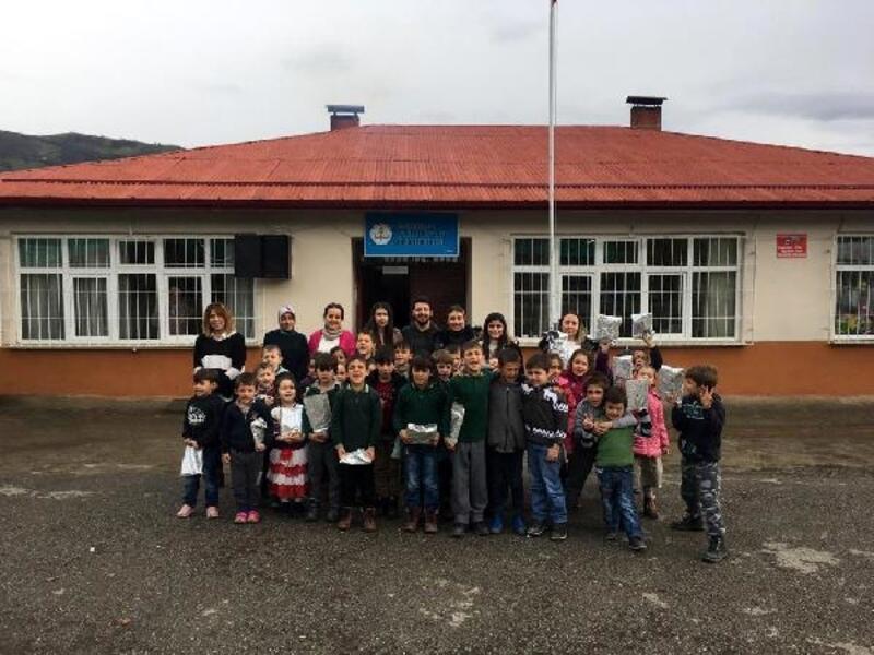 Okulda sahne kuruldu, öğrenciler tiyatro ile buluştu