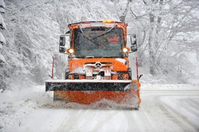 Uludağ yolunda kar nedeniyle araçlar yolda kaldı