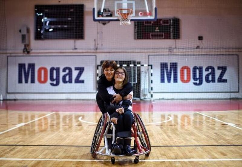 Bedensel engelli liseliler, hayata basketbolla tutundu