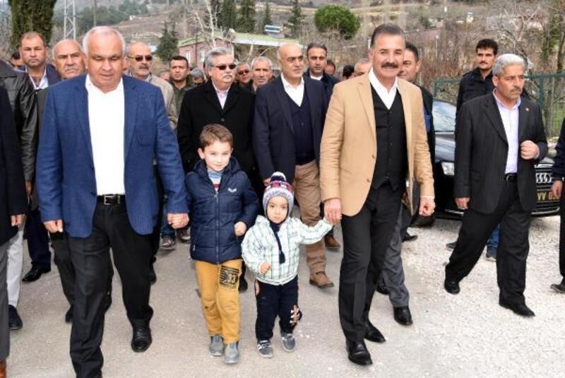 MHP'li Tuna, Erdemli'de vatandaşlarla buluştu