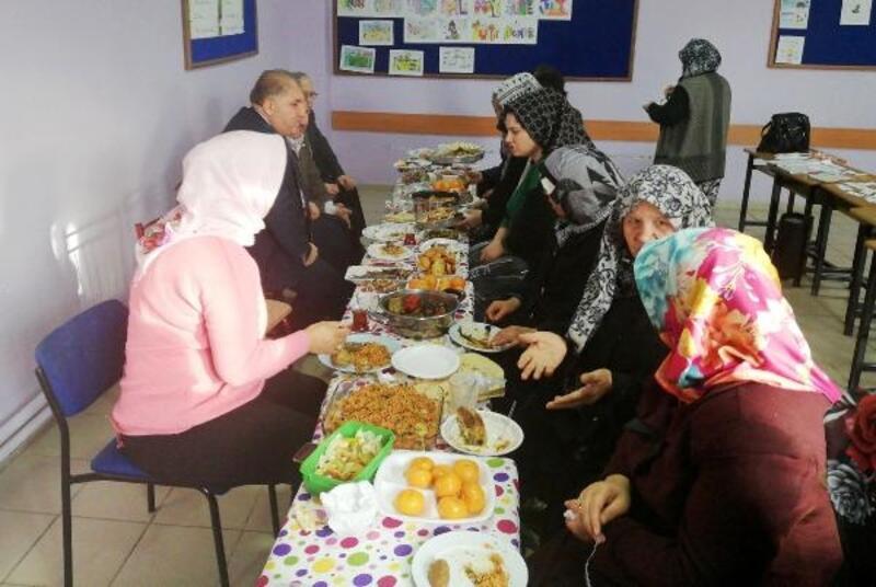 Okuma yazma kursiyerleri, Yerli Malı Haftası'nı kutladı