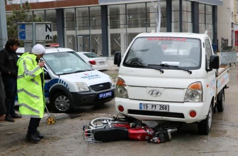Kamyonetle çarpışan motosiklet sürücüsü yaralandı