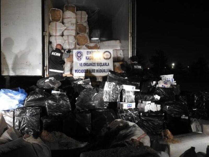 Eskişehir'de TIR'dan 53 bin 600 paket kaçak sigara çıktı