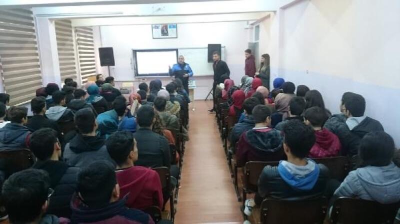 Nizip'te polis öğrencilerle buluştu