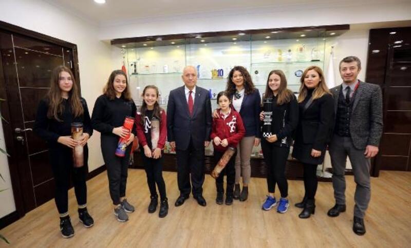 Mektebim Eğitim Kurumları öğrencileri Başkan Yaşar'ı ziyaret etti